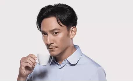 1 534 成立不到半年,正面 PK 星巴克,luckin coffee是什么来路?