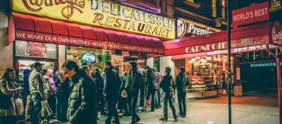 星巴克横着排队,麦当劳竖着排队,为啥?